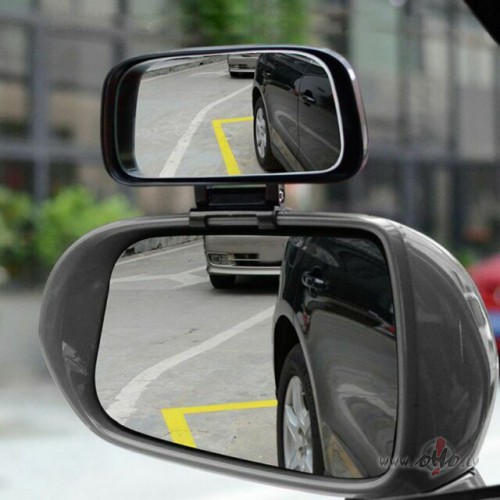 Neapmierina auto spoguļi. foto