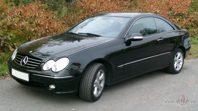 Mercedes CLK foto attēls