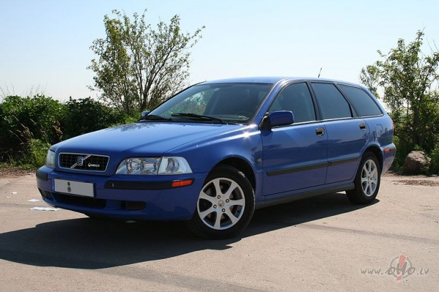 Volvo V40 foto attēls